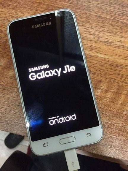 Samsung Galaxy J1 (2016) 3