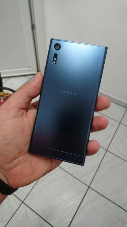 Sony Xperia F8331 4